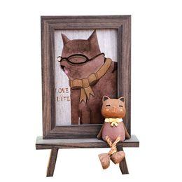 Venta al por mayor de Marcos de fotos de estilo nórdico para cuadros de dibujos animados lindo gato oficina mesa marco 6 pulgadas de imitación de madera de grano de color marcos de fotos regalos