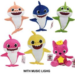 6 لون 32 سنتيمتر (12.6 بوصة) القرش الطفل أفخم لعب مع ضوء الموسيقى لطيف الحيوان أطفال أفخم لعبة طفل القرش دمى الغناء أغنية الإنجليزية