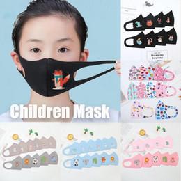 Venta al por mayor de Las nuevas máscaras PM2.5 niños contra la contaminación Máscara Máscaras Niño Niña de dibujos animados de la boca de la cara de los niños anti-polvo respirable Earloop reutilizable lavable de algodón