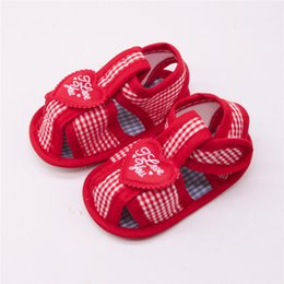 $enCountryForm.capitalKeyWord Australia - 3Color Baby Shoes Fashion Newborn Baby Boy Girls Heart-Shaped Plaid Soft Sole Anti-Slip Shoes Baby First Walker Shoes M8Y23