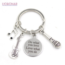 $enCountryForm.capitalKeyWord NZ - 1PC New Arrival Stainless Steel Key Ring Musician Bangle Music Note Guitar Microphone Key Chain Music Lovers Gifts Jewelry