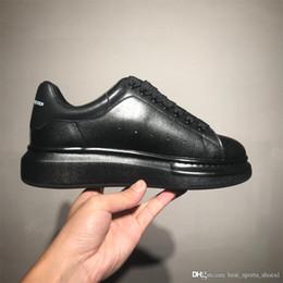 Men sho online shopping - 2019 velvet black beautiful men and women shoes platform luxury designer shoes leather solid color Fashion men s shoes women s sho