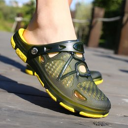 $enCountryForm.capitalKeyWord Australia - Crocse Comfortable Men Pool Sandals Summer Outdoor Beach Shoes men Slip On Garden Clogs Casual Water Shower Slippers Indoor