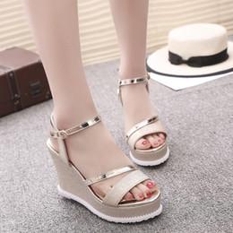 052ec650ec Sandálias de salto alto Super verão cunha calcanhar sandálias das mulheres  lantejoulas