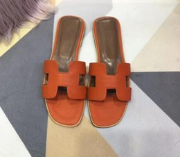 $enCountryForm.capitalKeyWord NZ - 18ss latest Fashion Brand Logo Sliders black Rubber Flat Women sexy loafer Hotsale Outdoor Sparkles Shoes Diamond Slippers with real picture
