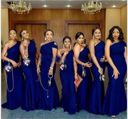 2020 Royal Blue One One плечо русалка невесты платье подвесного поезда простая африканская страна свадьба гостевые платья горничная честь платье плюс размер на Распродаже