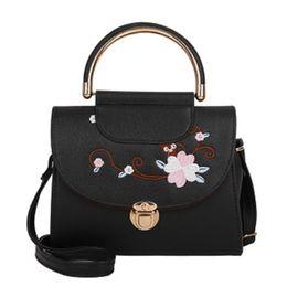 $enCountryForm.capitalKeyWord NZ - 2019 New Korean Women's Bag Fashion Metal Buckle Trend Embroidery Flower Handbag Small Square Bag