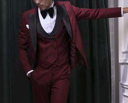 Images Fashionable Suits Australia - Fashionable Burgundy Groomsmen Peak Lapel Groom Tuxedos Men Suits Wedding Prom Dinner Best Man Blazer(Jacket+Pants+Tie+Vest) A181