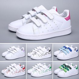 $enCountryForm.capitalKeyWord Australia - Hot Sale Skateboarding Shoes baby kids shoes Superstar Female Sneakers kids Zapatillas Deportivas Mujer Lovers Sapatos Femininos XMAS NI520