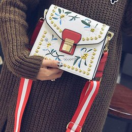 hand embroidered handbag Australia - Floral embroidered bag luxury handbags women shoulder strap bags designer rivet crossbody bag gift beauty hand bags famous brand