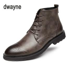 04b337caf09 2018 venta caliente de los hombres de moda con cordones botines de alta  calidad de los hombres británicos arranque otoño invierno macho Botas