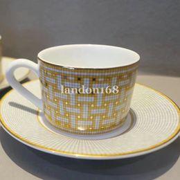 Klasik Kemik Çin Kupası ve Tabağı Seramik Kahve Seti Porselen Kahve Fincanı Ve Sacuer Çay Seti Festivali Hediye