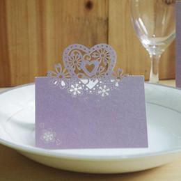 Toptan satış İçi Boş Aşk Kalp Düğün Yeri Adı Kart Lazer Kesim Parti Dekorasyon Masa Kartları Tatlı Koltuk Kartı