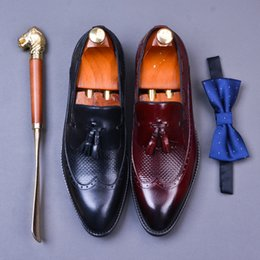 $enCountryForm.capitalKeyWord Australia - New Spring And Autumn Fringed Leather Shoes Men's Business Suit Leather Shoes Crocodile Pattern Carved Men Brogues Slip On