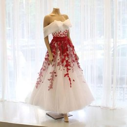 $enCountryForm.capitalKeyWord Canada - Cute White And Red A Line Tea Length Prom Dresses Off Shoulder Lace Appliques Short Party Evening Gown Sequin Girls Special Occasion Dress