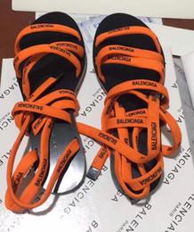 aa6e68780 Nueva llegada Mujeres populares Tacones cruzados Pisos Alpargatas Zapatos  de cuero Sandalias casuales Estampado de goma Zapatillas BB Flip Flop 35-41