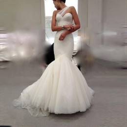 elegant fitted wedding dresses Australia - Elegant White Tulle Mermaid Wedding Dresses Online Fitted Form Pleated One Shoulder Wedding Dress Cheap Wedding Gowns vestidos de noiva