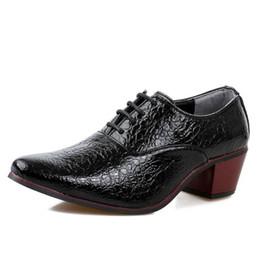 f523d757f 2019 Mens sapatos de moda de crocodilo padrão de couro apontou toe sapatos  de casamento 7 cm de salto alto 1a22