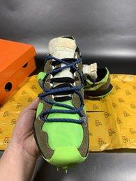 2020 novos cinzento-verdes Futebol picos de moda sapatos masculinos e femininos em Promoção