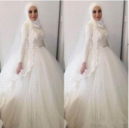 Discount muslim wedding gowns dubai 2019 Modern Muslim Hijab Ball Gown Wedding Dresses High Neck Lace Appliques Beads Dresses Dubai Arabic Lace Wedding Brid