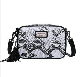 Waist Chains Coins UK - 2019 new hot women's bag crocodile skin PU bag solid color shoulder messenger bag waist handbag 01