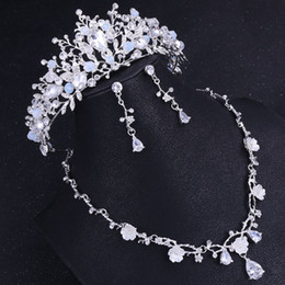 $enCountryForm.capitalKeyWord NZ - 2019 new European Baroque handmade crown flower inlaid zircon bride necklace earrings three-piece   rhinestone wedding crown jewelry