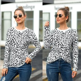 $enCountryForm.capitalKeyWord NZ - Fashion Women T-shirt Long Sleeve Patchwork Travel Casual T Shirt Round Neck Tops Leopard Print Shirts Designer Kink Blouse Hot Style