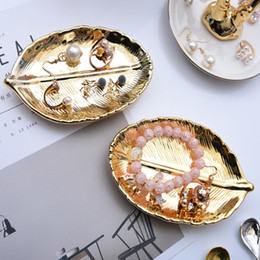 pendant display trays NZ - [DDisplay]Porcelain Big Leaf Pendant Jewelry Display Tray Personalized Bracelet Display Holder Exquisite Gold Earrings Display Stand