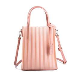 Ivory Hand Bags NZ - 2019 Summer Fairy Messenger Bag Famous Luxury Fashion Transparent Handbag Shoulder Jelly Top-handle Bags Clear Female Hand Bags
