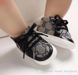 A05 bébé garçon Chaussures Sneakers Automne solide unisexe Lit bébé Chaussures en cuir PU Chaussures enfant en bas âge Mocassins Baby Girl First Walker Chaussures 0-18Mos en Solde