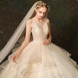 abito morbido da sposa sera nuovo vestito dell'imbracatura francese sexy abito da sposa stile Hepburn partito Trasporto libero 2020 primavera in Offerta