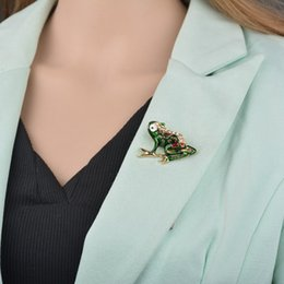 indian clothing brooches NZ - Green Enamel Frog Brooches for Men Suit Clothes jewelry accessories Women Boys Cartoon Frog animal brooch pins b31