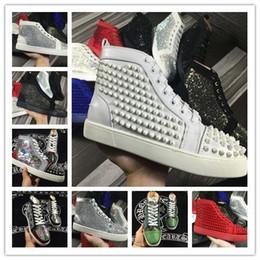 e7d7f24badd NOVOS Sapatos de Grife de Moda Da Marca Studded sapatos feitos roupas  Spikes Flats sapatos Fundo Vermelho Para Homens e Mulheres Amantes Do  Partido de Couro ...