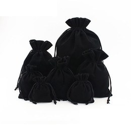 $enCountryForm.capitalKeyWord UK - 20pcs Flannel Jewelry Drawstring Bags Black Jewellery Pouches Velvet Gift Bags Wedding Favor Bags Can Custom Personalized Logo