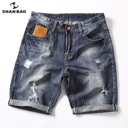 3b2b5419a SHANBAO marca calça jeans reta solta shorts 2019 verão novo estilo de bolso  de couro moda masculina tamanho grande calções casuais 28-40