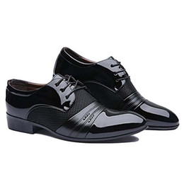 Brown Pointy Shoes UK - Leather Shoes Breathable Suit Formal Shoes Italian Man Dress Pointy Classic Male HH-601
