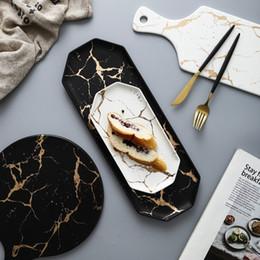 Europäisches Weiß Schwarz Goldener Keramik-Geschirr und Teller Pizza Dessert Steak Dinner Set Porzellangeschirr Dekorative Lebensmittel Tray T191218 im Angebot