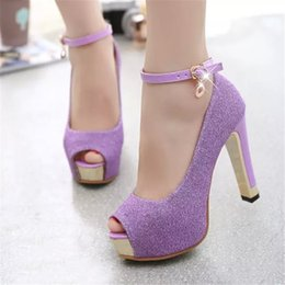Venta al por mayor de Diseñador de zapatos de vestir Señoras de la primavera Cristal brillante perforado bombas de la boda de las señoras de la plataforma alta Rhinestone Slip on High Heels para mujeres