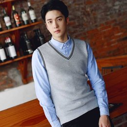 Wholesale 2019 New British Style Men s Sleeveless Knit Solid Color Sweater Wool Casual Vest V neck Youth Wool Vest College Knit
