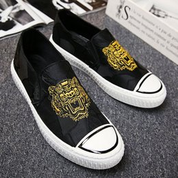 tiger sneakers Australia - Designer Men Tiger Head Slip On Canvas Shoes Luxury Embroidery Male Black Casual Flats Shoes Sneakers Size:39-44 Q-601