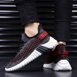 Vente en gros 2019 chaussures de sport chunky hommes d'été poisson-grain respirant occasionnels chaussures hommes mouche tisser baskets printemps noir rouge mâle entraîneur chaussures