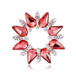 $enCountryForm.capitalKeyWord Australia - 2019 New Glass Brooch Pin for Party Cute Rhinestone Pins and Brooches for Women Fashion Flower Scarves Buckle for Best Friend