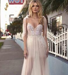 Venta al por mayor de Berta Boho una línea de vestidos de novia baratos correas espaguetis sin mangas de encaje apliques sin respaldo más el tamaño de la boda vestidos de novia 2019