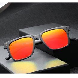 77dfecce56 Nuevo Vintage Rectángulo TAC Polarizado gafas de sol de conducción con  remaches rojo azul espejo gafas de sol de viaje para hombres mujeres 1943CJ