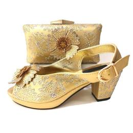 6c5c777b Zapatos de moda africana online-Zapatillas y bolsos de mujer de oro de nueva  moda