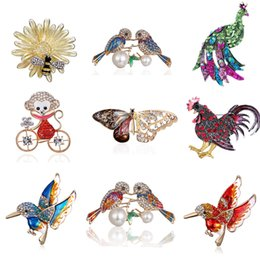 Peacock rhinestone brooch online shopping - 2019 Enamel Peacock Lovebird Rooster Bee Cute Monkey Brooches Men Women s Metal Rhinestone Animals Banquet Wedding Brooch Gifts