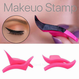 wings wear NZ - 2 1Pair Eyeliner Wing Stamps Easy to Makeup Template Stencil Models Eye Wing Stamp Brush Tool maquiagem Professional