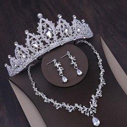 Venta al por mayor de El collar de novia más vendido y más hermoso de la corona, conjunto de tres piezas, corona de cristal hecha a mano, pendientes de tocado de joyería, envío gratis