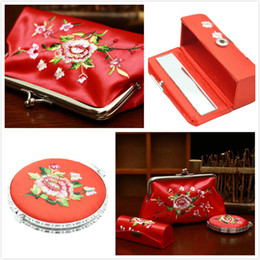 packing lipstick NZ - Shell Floral Hasp Minaudiere Clutche Embroidered Handbag Purse Mirror Lipstick Box Suit Wedding Business Gift Handbag Purse Set Gift Packing