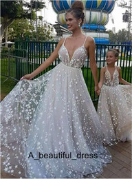 mothers wedding beach dresses UK - Lace Wedding Dresses Princess V Neck 3D Appliques Beach Boho Mother Daughter Dresses Sleeveless Wedding Gowns Custom